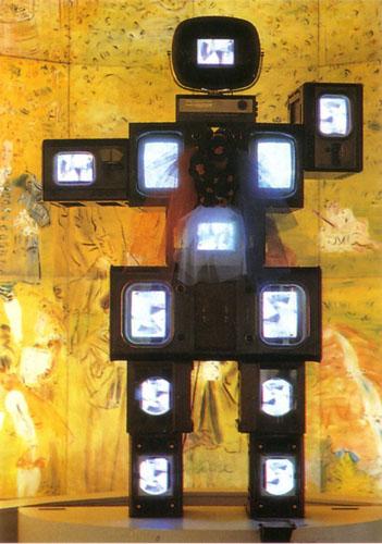 1989-L-Olympe-de-Gouges-in-La-fee-electronique-de-Nam-June-Paik-Musee-Art-Moderne-Paris.jpg